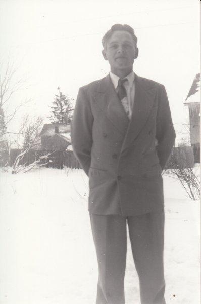 1958 Jim behind PO