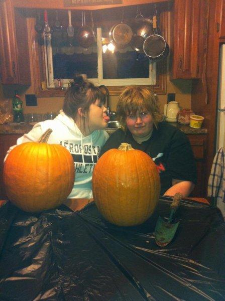 kait-and-kerri-pumpkin-2