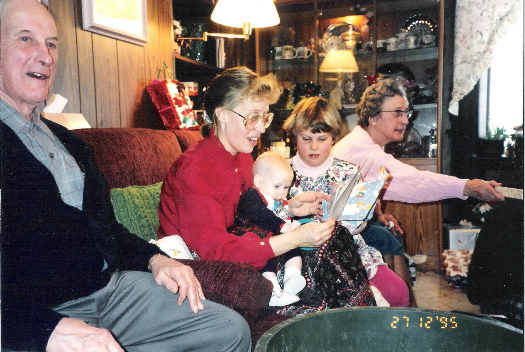 1995-12Aunt-Doris-22
