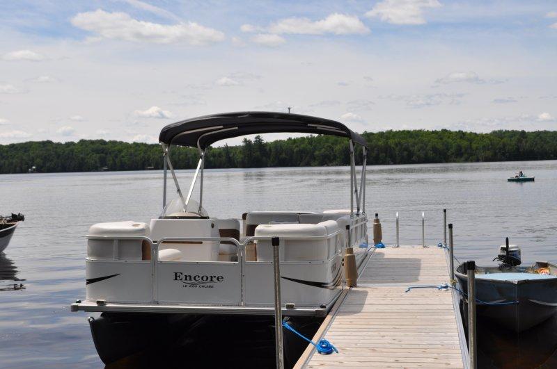 Cottage 2011 Pontoon boat