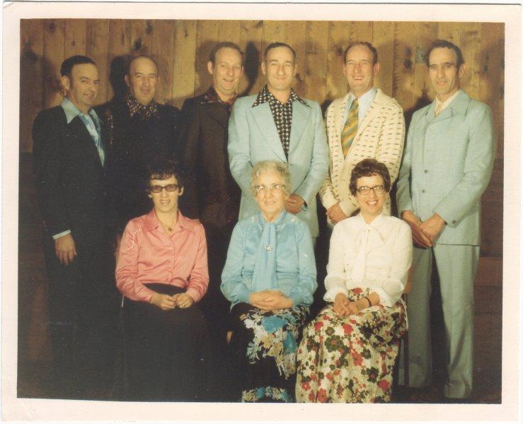 Hobenshield Dec 1977 Mothe rPetrie west people Vernon Earl Alvin Bud Leroy Harvey joyce me and June