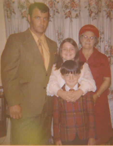 Dad, Grandma Hippern, Roxanne & Derek_0001