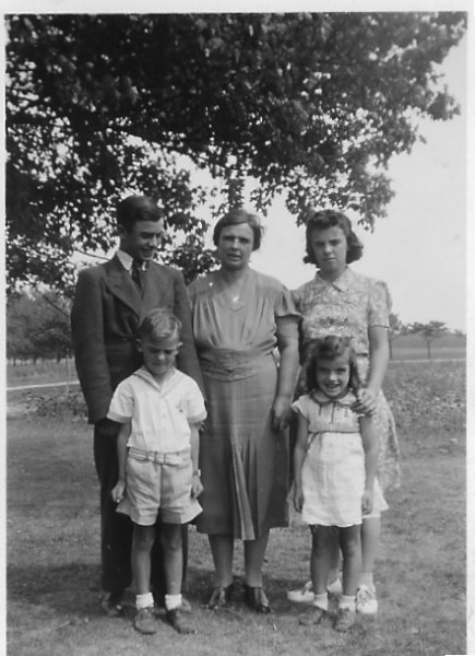 Jim, Mom, Bernice, John, & Theresa