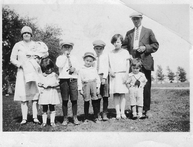Mom Holding Ruth, Bernice, Hugh, Jim, Len, Madeline, Clem, D
