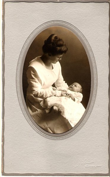 1920-josephine-leona-kerslake-with-nurse-josephine-white