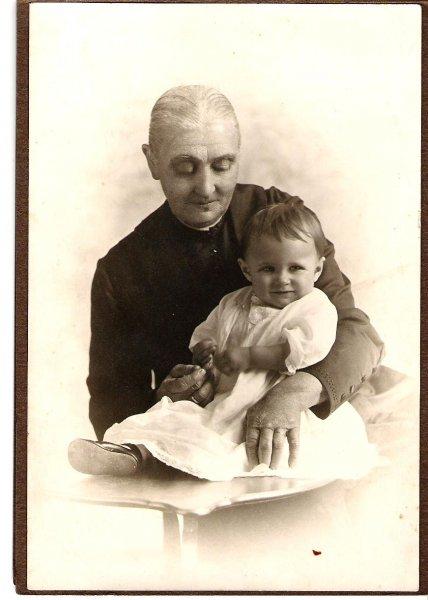 1920-josie-kerslake-grandma-mary-taylor