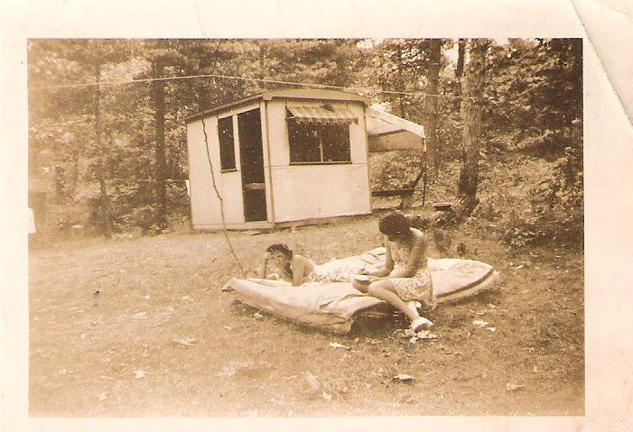 1940s-hot-dog-stand-rented-as-a-cottage-with-girlfriends