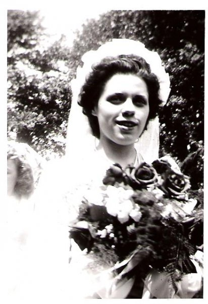 1946-06-08-josie-wedding