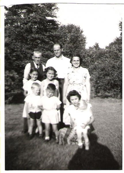 1951-08-springbank-park-london-charlie-kerslake-josies-father-in-back-row