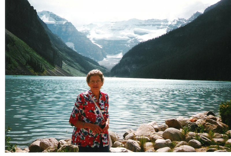 1997-07-20-josie-at-lake-louise-ab
