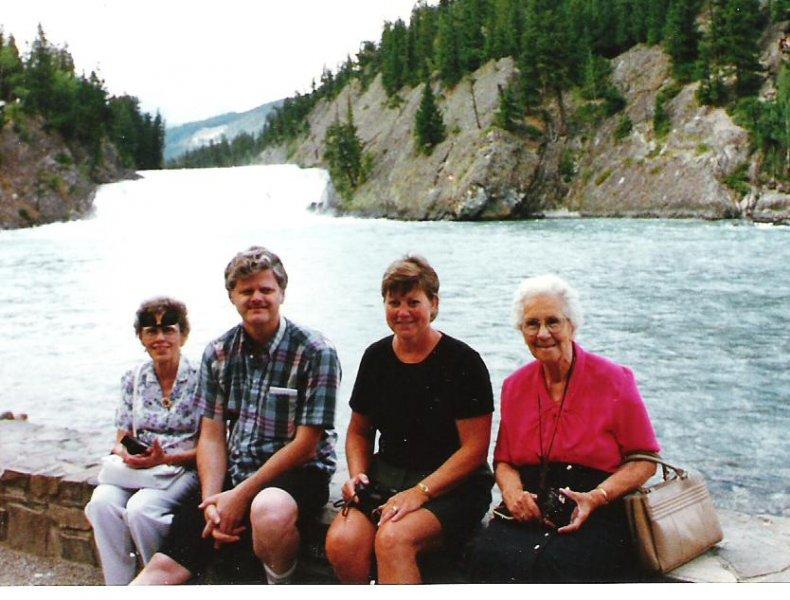 1997-08-06-bow-falls-banff-josie-doug-wendy-kerslake-mary-kerslake