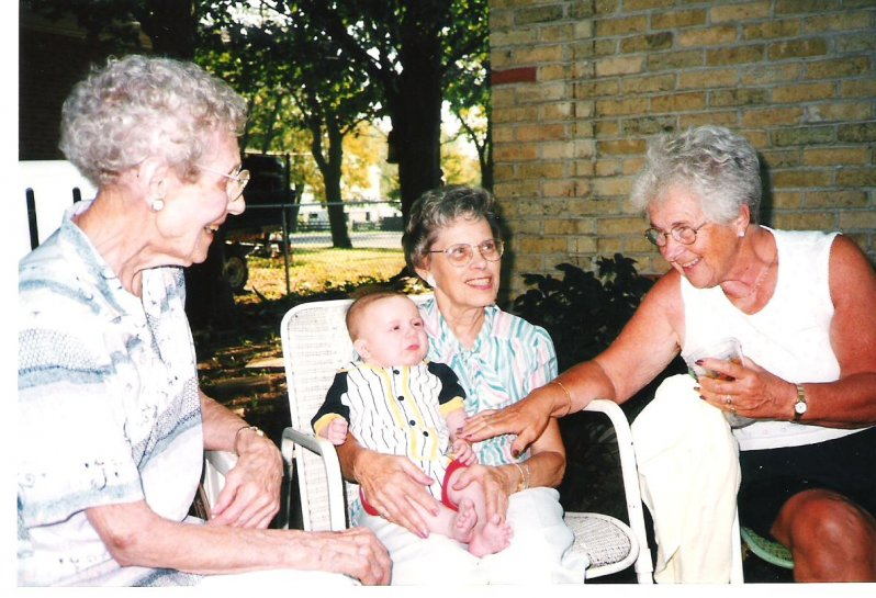 1999-08-28-arva-on-mary-adam-josie-marjorie