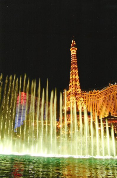 2006-09-29-bellagio-fountains-and-paris-las-vegas