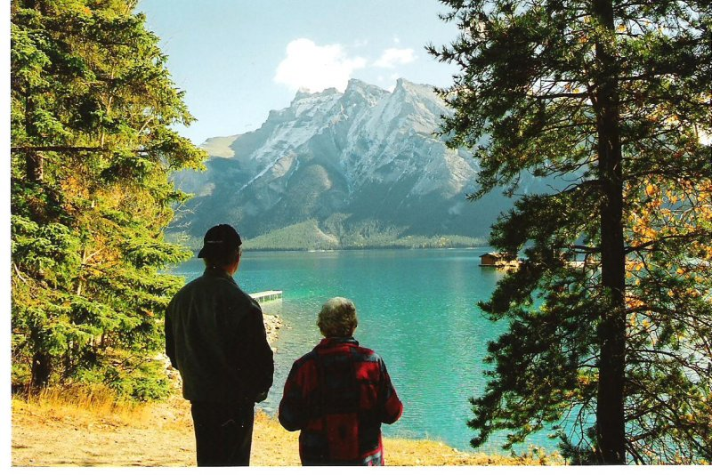 2006-10-08-d-j-at-lake-minnewanka-banff